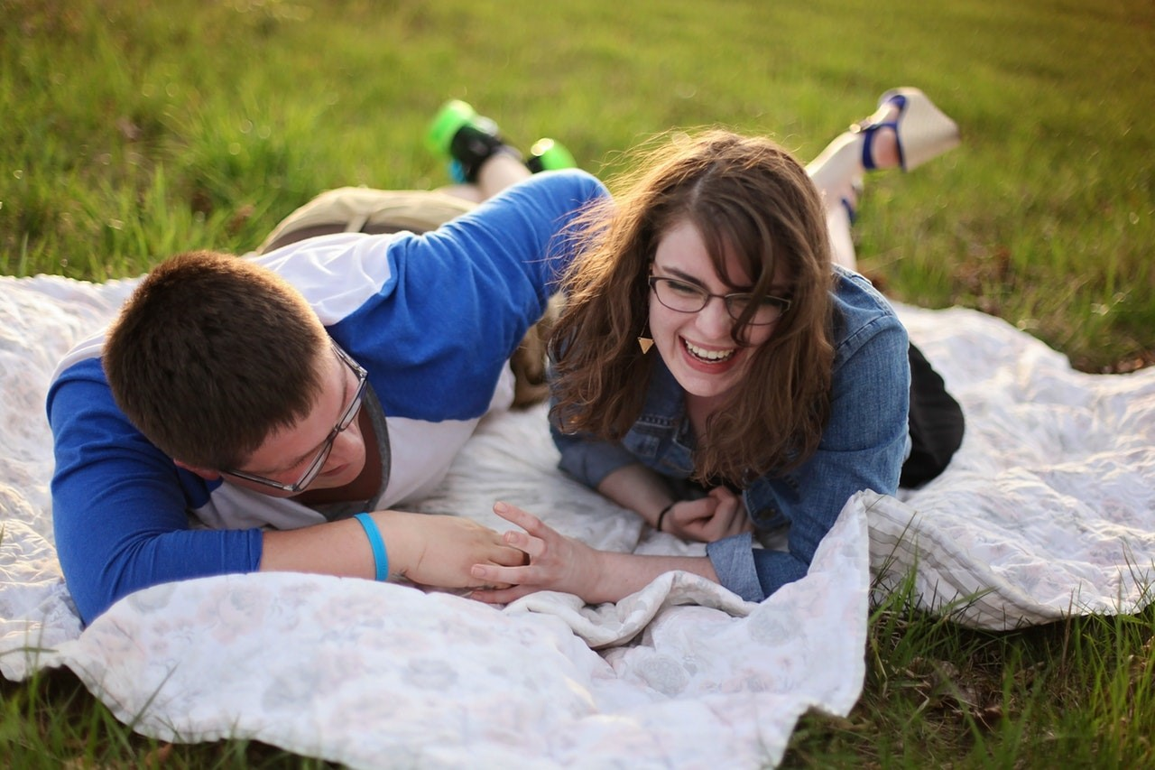 How to Plan a Gluten-Free Romantic Picnic for Two!